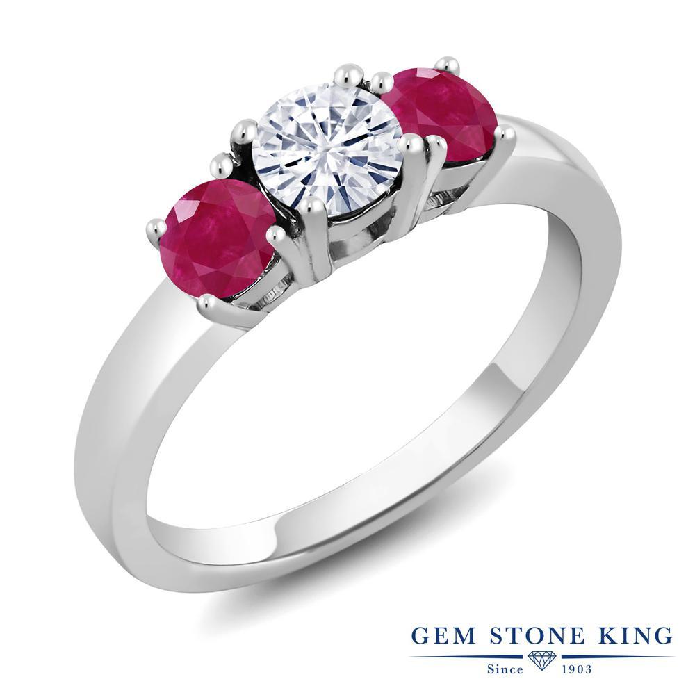 【10%OFF】 Gem Stone King 1.2カラット Forever Brilliant モアサナイト Charles & Colvard 天然 ルビー 指輪 リング レディース シルバー925 モアッサナイト 小粒 シンプル スリーストーン クリスマスプレゼント 女性 彼女 妻 誕生日