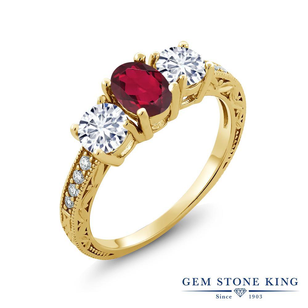 【クーポンで10%OFF】 Gem Stone King 1.92カラット 天然 ミスティックトパーズ (ルビーレッド) モアッサナイト Charles & Colvard シルバー925 イエローゴールドコーティング 指輪 リング レディース スリーストーン 天然石 金属アレルギー対応 誕生日プレゼント
