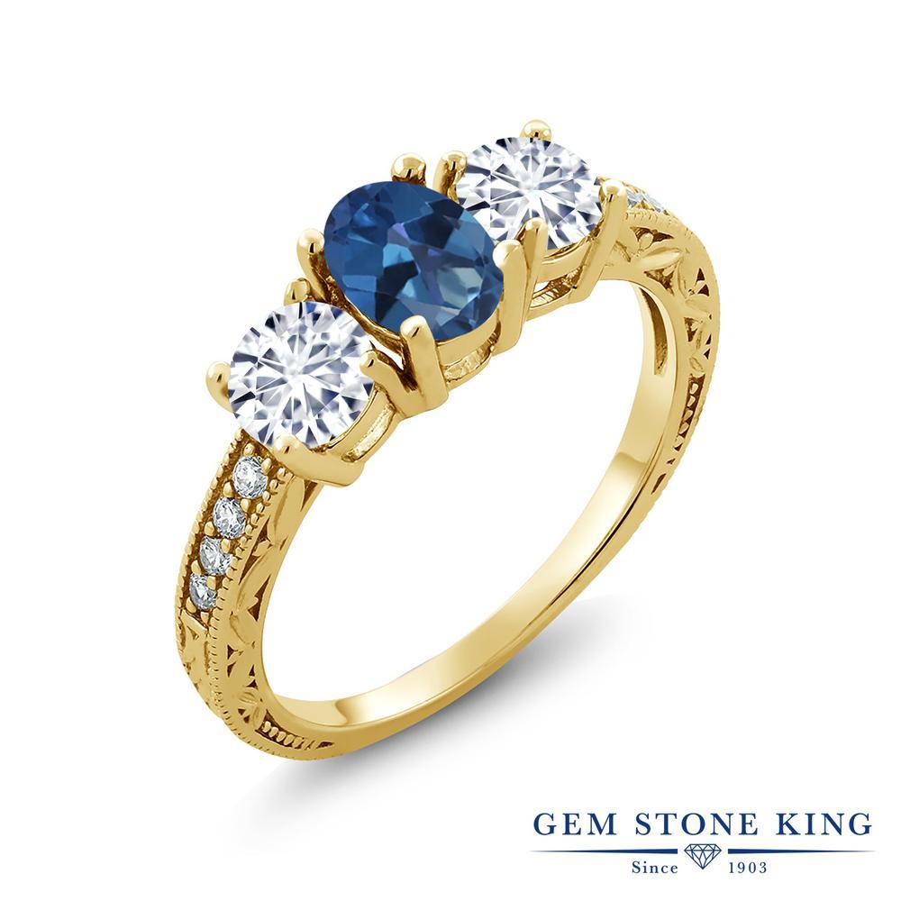 【クーポンで10%OFF】 Gem Stone King 1.92カラット 天然 ミスティックトパーズ (サファイアブルー) モアッサナイト Charles & Colvard シルバー925 イエローゴールドコーティング 指輪 リング レディース スリーストーン 天然石 金属アレルギー対応 誕生日プレゼント