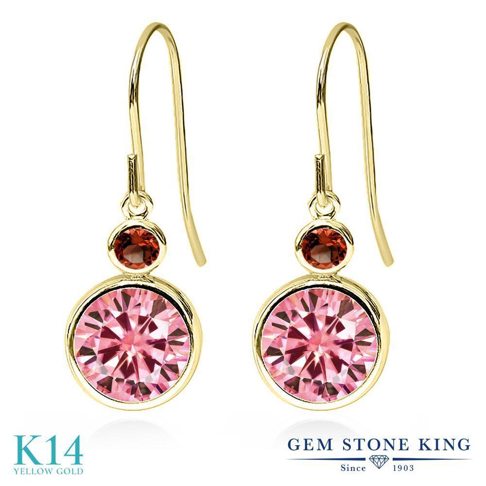Gem Stone King 4.04カラット ピンク モアサナイト Charles & Colvard 天然 ガーネット 14金 イエローゴールド(K14) ピアス レディース モアッサナイト 大粒 ぶら下がり フレンチワイヤー 金属アレルギー対応 誕生日プレゼント