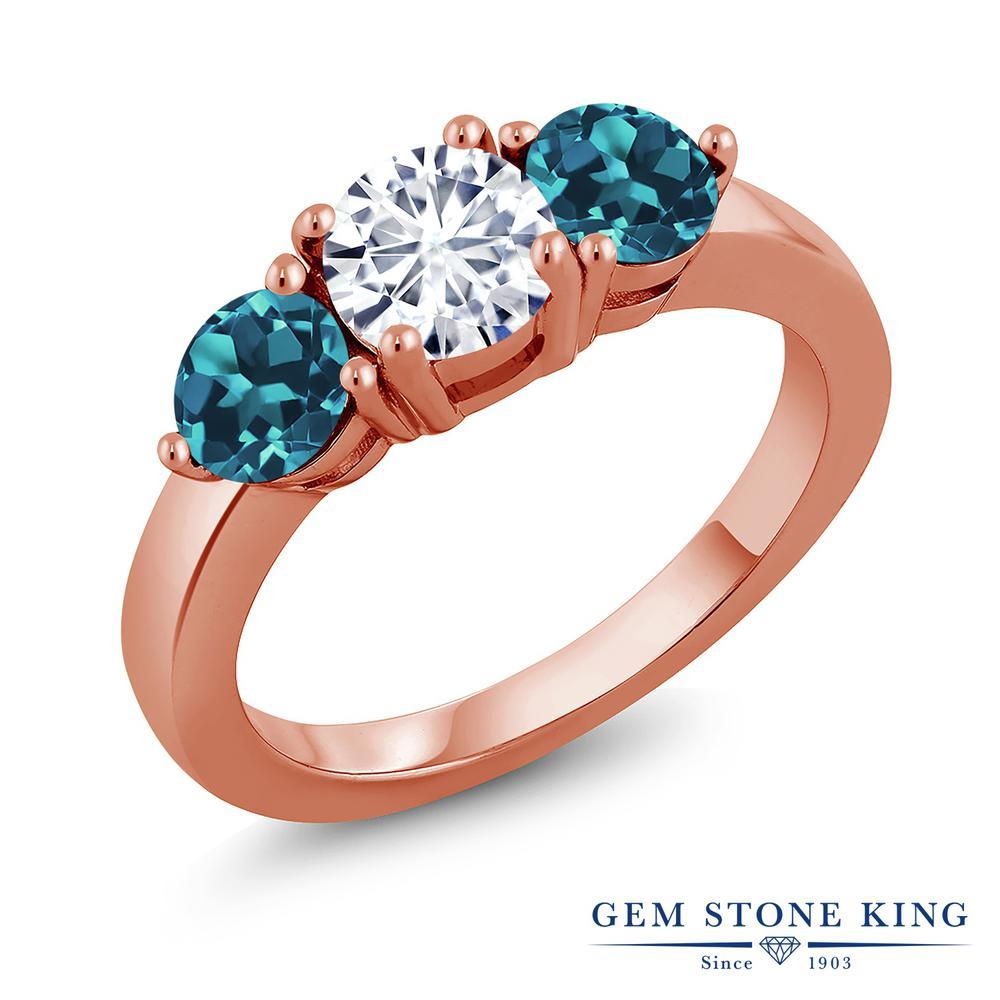 Gem Stone King 2.2カラット Forever Classic モアサナイト Charles & Colvard 天然 ロンドンブルートパーズ シルバー925 ピンクゴールドコーティング 指輪 リング レディース モアッサナイト シンプル スリーストーン 金属アレルギー対応 誕生日プレゼント