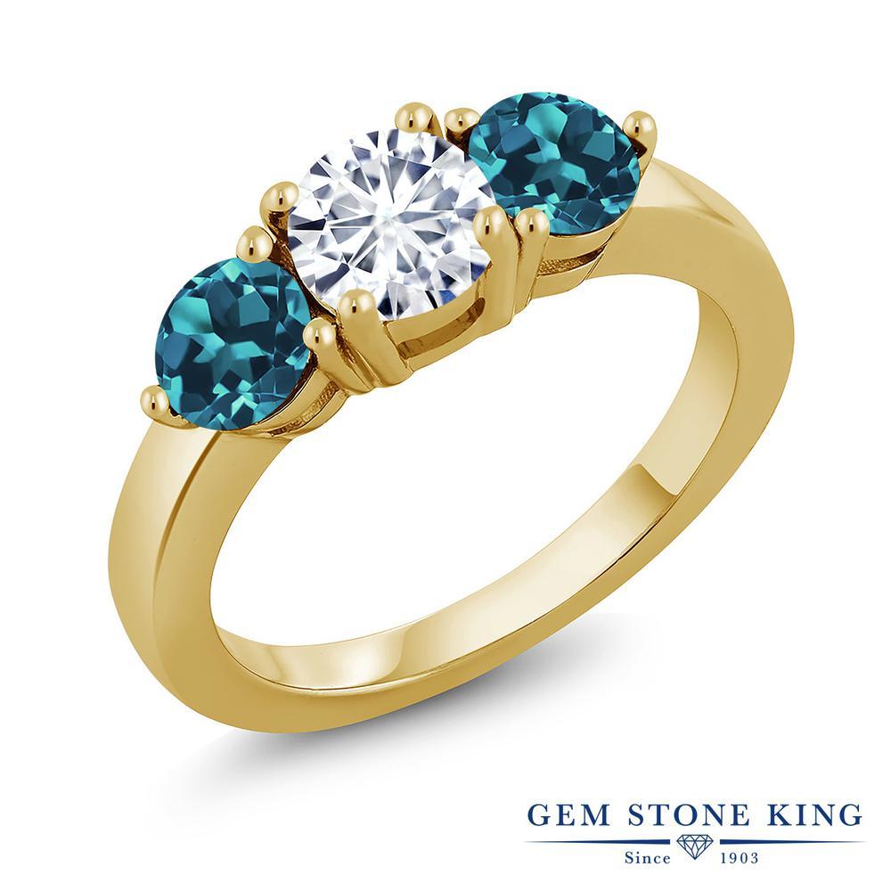 Gem Stone King 2.2カラット Forever Classic モアサナイト Charles & Colvard 天然 ロンドンブルートパーズ シルバー925 イエローゴールドコーティング 指輪 リング レディース モアッサナイト シンプル スリーストーン 金属アレルギー対応 誕生日プレゼント
