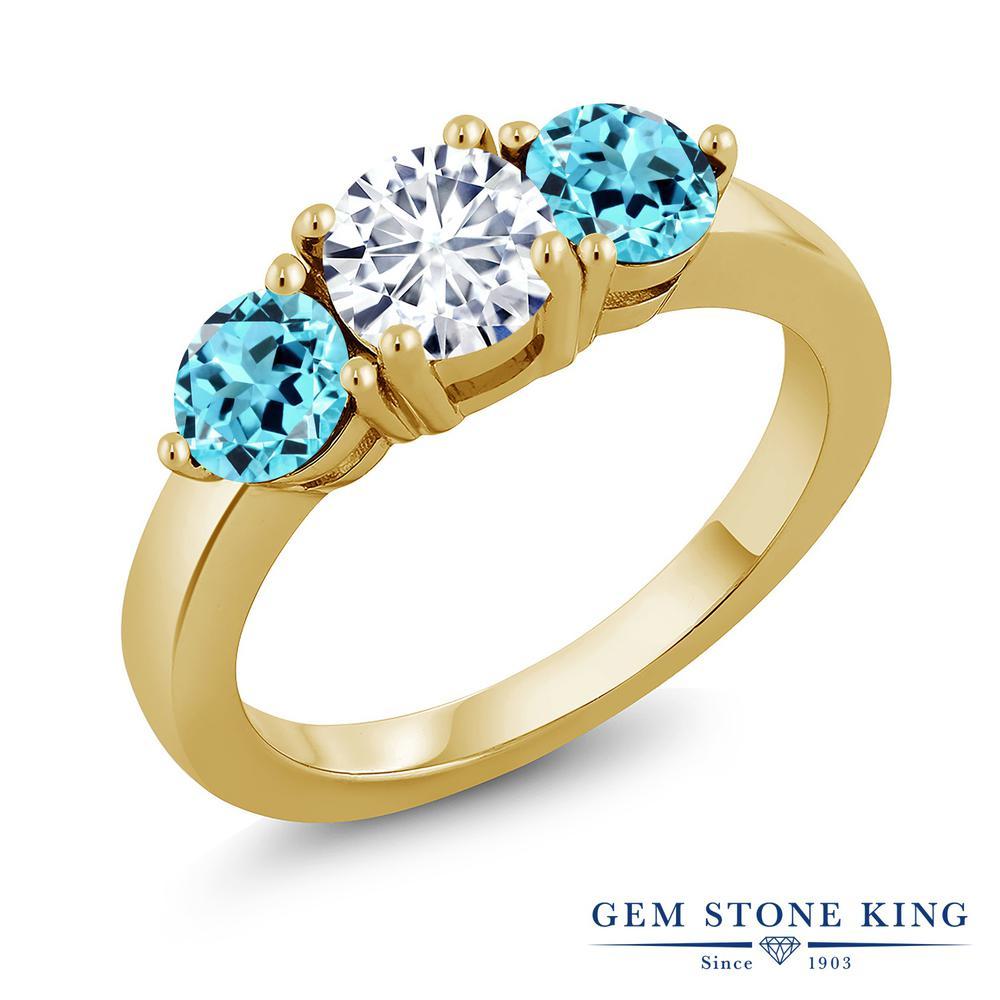 Gem Stone King 2.1カラット Forever Classic モアサナイト Charles & Colvard 天然 スイスブルートパーズ シルバー925 イエローゴールドコーティング 指輪 リング レディース モアッサナイト シンプル スリーストーン 金属アレルギー対応 誕生日プレゼント