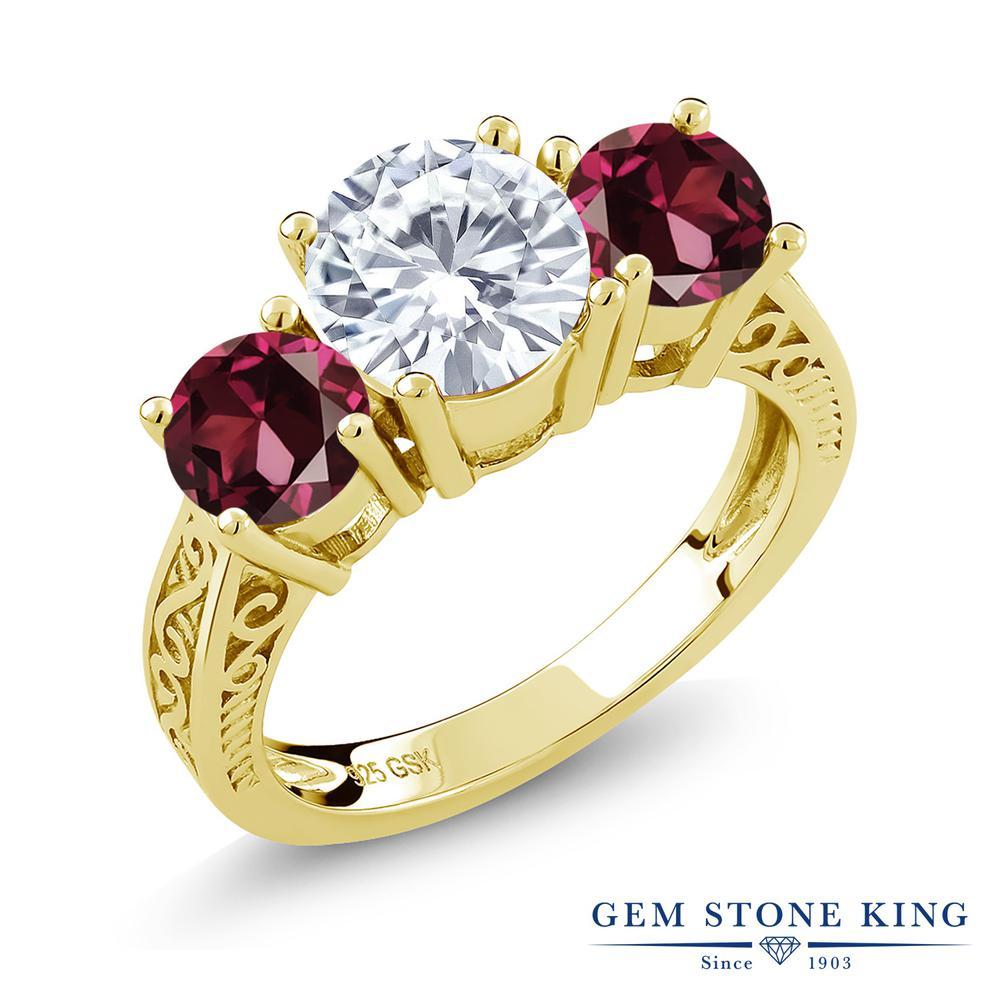 Gem Stone King 2.4カラット Forever Brilliant モアッサナイト Charles & Colvard 天然ロードライトガーネット シルバー 925 イエローゴールドコーティング 指輪 リング レディース 大粒 シンプル 誕生日プレゼント