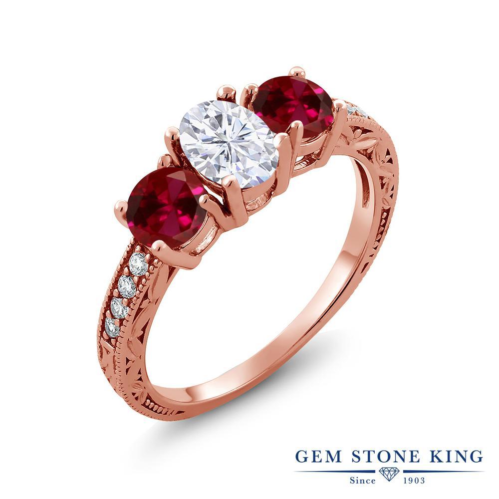 Gem Stone King 3.02カラット Forever Brilliant モアサナイト Charles & Colvard 合成ルビー シルバー925 ピンクゴールドコーティング 指輪 リング レディース モアッサナイト スリーストーン 金属アレルギー対応 誕生日プレゼント