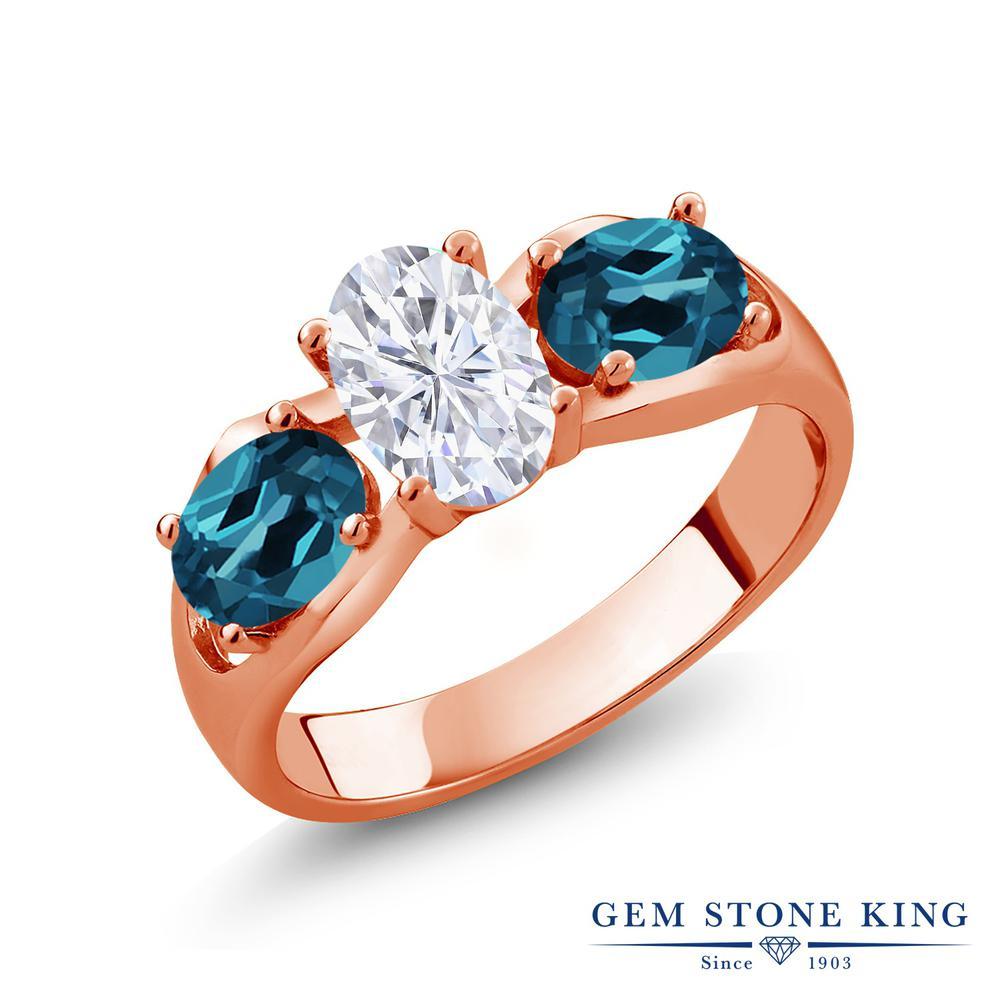 Gem Stone King 2.1カラット Forever Brilliant モアサナイト Charles & Colvard 天然 ロンドンブルートパーズ シルバー925 ピンクゴールドコーティング 指輪 リング レディース モアッサナイト シンプル スリーストーン 金属アレルギー対応 誕生日プレゼント