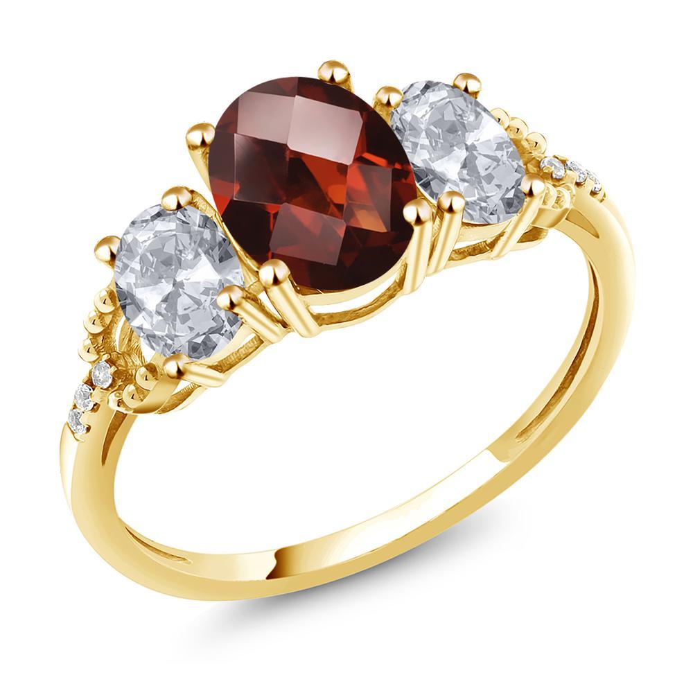 Gem Stone King 2.78カラット 天然 ガーネット 天然 トパーズ (無色透明) 天然 ダイヤモンド 10金 イエローゴールド(K10) 指輪 リング レディース 大粒 スリーストーン 天然石 1月 誕生石 金属アレルギー対応 誕生日プレゼント