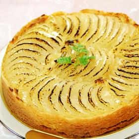 冷蔵 ホール ケーキ オーバーのアイテム取扱☆ ホールケーキ でお届け バースデーケーキ ジェニアル定番のタルト 洋ナシ タルト 洋梨 誕生日ケーキ φ18cm 通販 激安 の タルトバースデーケーキ 洋梨のタルト 洋なし