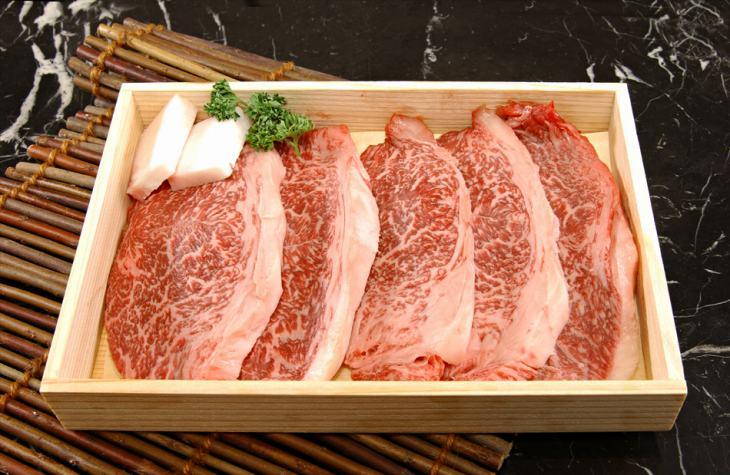 [新鮮!厳選☆産地直送][正真正銘血統書付]最高級肉質等級A4~A5!あっさりしていてクセがなく、柔らかい牛肉本来のお味をお楽しみいただけるもも肉です★逸品!米沢牛 霜降りモモステーキ100g5枚木箱入り特別SALE ポイントUP中![贈答兼備]