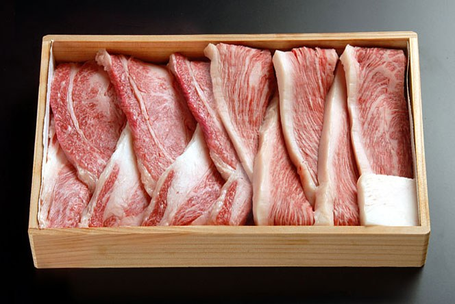 [贈答用][新鮮!厳選☆産地直送][正真正銘血統書付]最高級肉質階級A4~A5!特別焼肉セット!★焼肉用モモ+焼肉用カルビ1Kg(各500g)[セレブ・プロも絶賛]特別SALE!