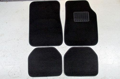 まとめ買いOK 在庫限りの特価販売 ノンブランド 汎用フロアマット 4点セット 無地 ブラック 2枚 運転席 セール特価 カーマット 助手席 後部座席 送料無料 適合車種多数 あす楽