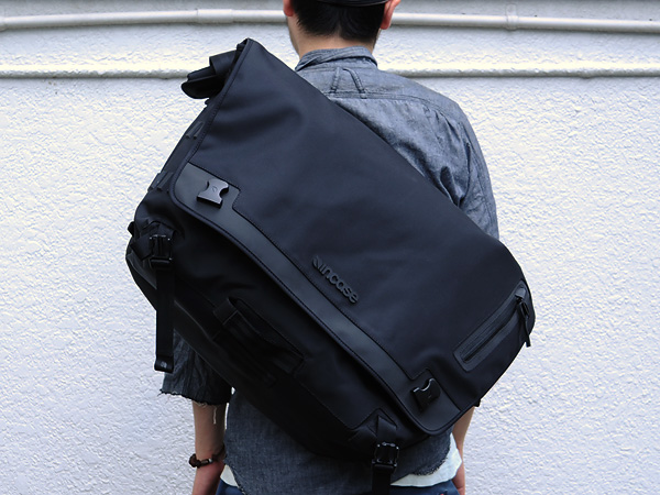 Incase Skate Messenger Bag Black