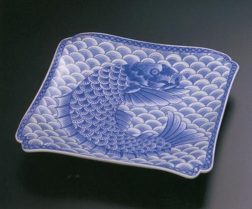 青海波鯉絵 角盛皿 (木箱入)【古伊万里様式】 林九郎窯(2207302)