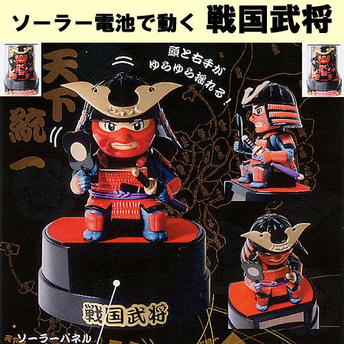 由太阳能电池提供动力的武士战士玩偶