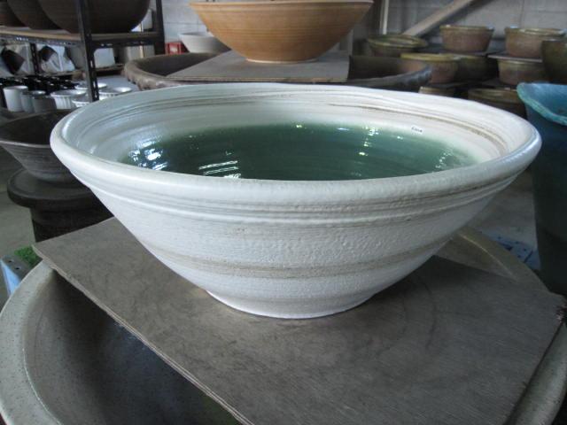 送料無料 白マットハケ目水鉢 水鉢  睡蓮鉢   水鉢