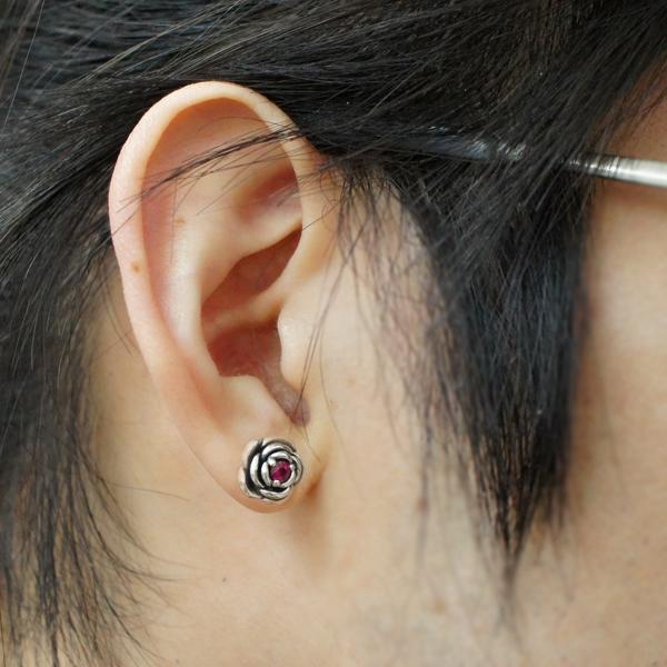 The pierced earrings present popularity fashion for the sapphire men  pierced earrings man for the men's rose rose flower nature stone silver