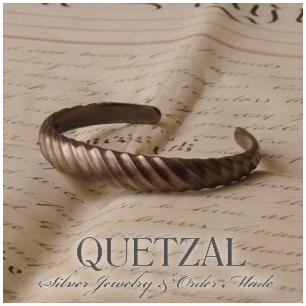 Quetzal ツイストバングル ブランド シルバーブレスレット ブレスレット シルバー925 メンズ ケツァール ケツアール アンティーク ヴィンテージ クラシック ゴシック アラベスク 唐草 美術 腕輪 プレゼント