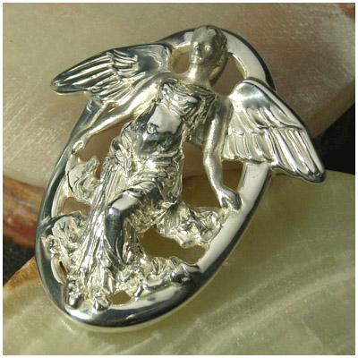 勝利の女神ニケ シルバーブローチ ペンダントトップとしてもお使い頂けます 925 留め具 銀装飾 プレゼント 人気 おしゃれ