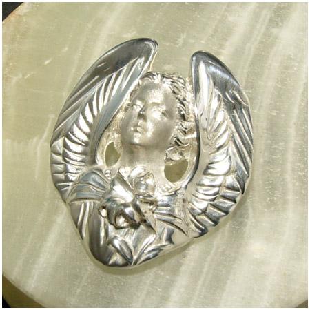 水の天使ガブリエル シルバーブローチ ペンダントトップとしてもお使い頂けます 925 留め具 銀装飾 プレゼント 人気 おしゃれ