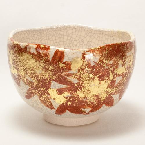 白楽 金彩紅葉 抹茶碗 〔川嵜和楽(川崎和楽)〕