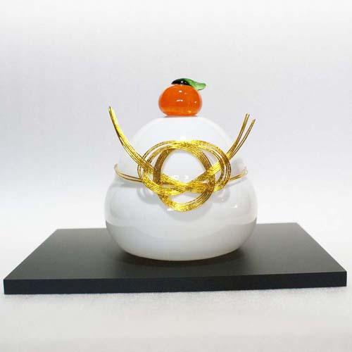 厚木グラススタジオ ガラス 鏡餅(大)白 (黒台付き)