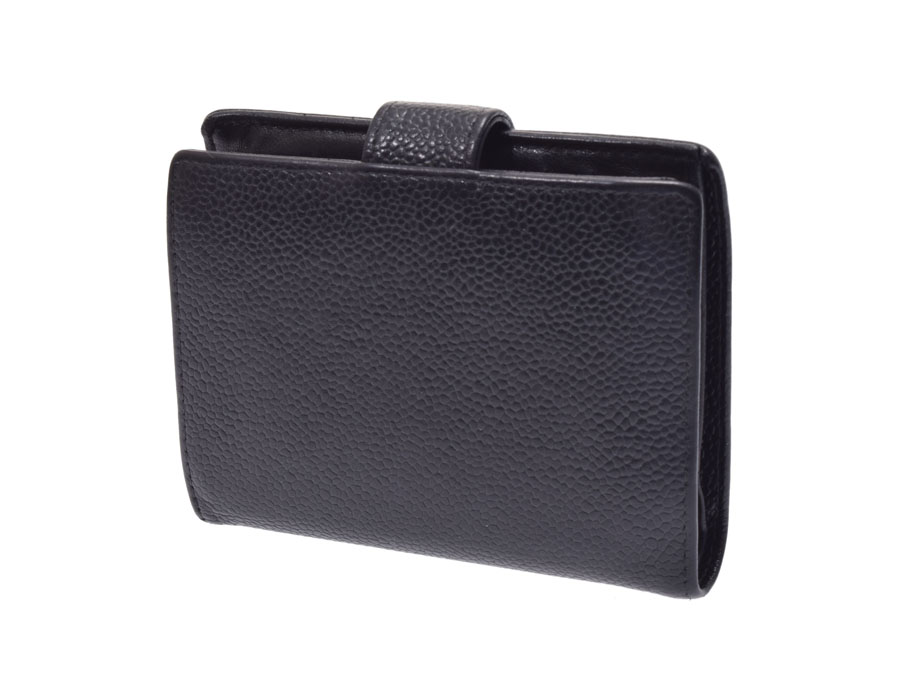5a339afff9fb Two fold pouch wallet of Chanel who gave the front desk the stitch of the  here mark. The caviar skin performed model push of the granular upheaval  that is ...