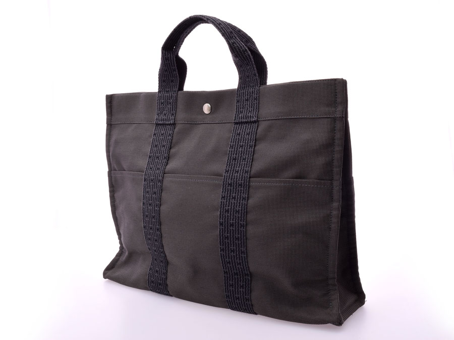 714547dd8e9 After all, as for one, speaking of the tote bag which wants to last, there  is still high popularity by a