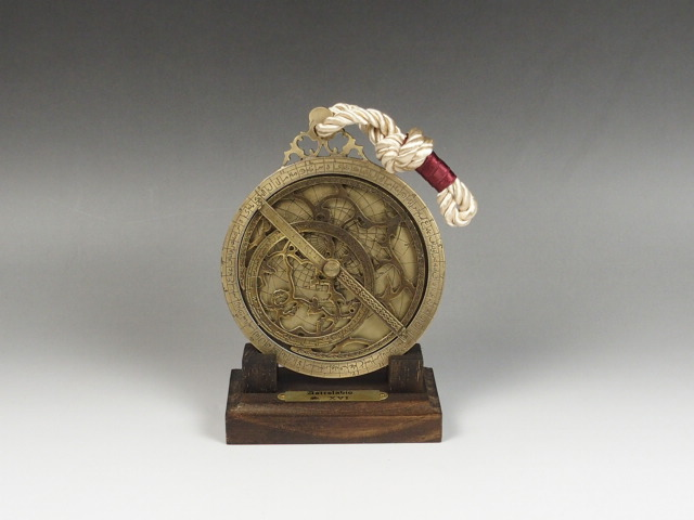 宇宙の神秘と古代のロマンを感じるインテリア アストロラーベ 古代天文機器 知的インテリア アンティーク 直径10cm オリジナル インテリア 置物 西洋風 コズミックフロント ジョバンニローゼ 小物 送料0円 観測 天体