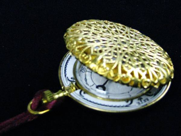 貴婦人のアイテム 好評受付中 懐中時計型方位磁石 コンパス ネックレス型 マーケット 装飾的 透かし彫り リプロダクション 置物 西洋風 ジョバンニローゼ アンティーク 小物 インテリア クリスマス