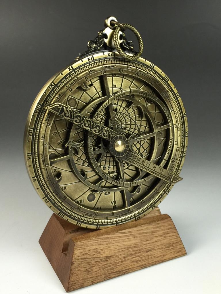 宇宙の神秘と古代のロマンを感じるインテリア 今だけの価格 アストロラーベ 古代天文機器 知的インテリア 卓抜 アンティーク 直径10cm コズミックフロント インテリア 置物 小物 ジョバンニローゼ 西洋風 市場