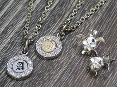 [クーポン発行中] ペンダント スワロフスキー イニシャル シルバーコイン トップ メンズ レディース