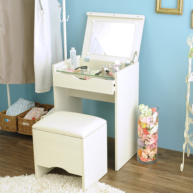 A Dresser With The Compact Stool Which I Can Fully Store. A Feeling Of  Space Saving Size That Even Efficiency Is Delivered To.
