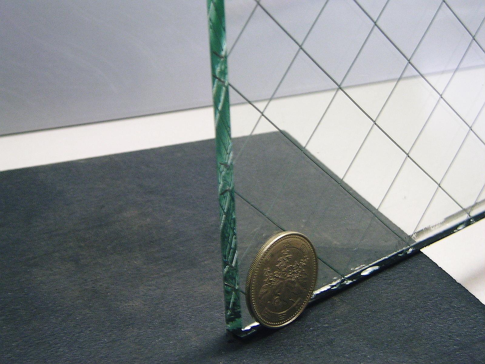 【newyear_d19】網入り透明ガラス6.8ミリ修理【工事費込み】