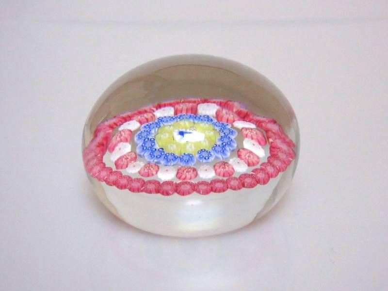 バカラ ペーパーウェイト ● 文鎮 ミルフィオリ クリスタル 花 フラワー 赤 青 白 丸