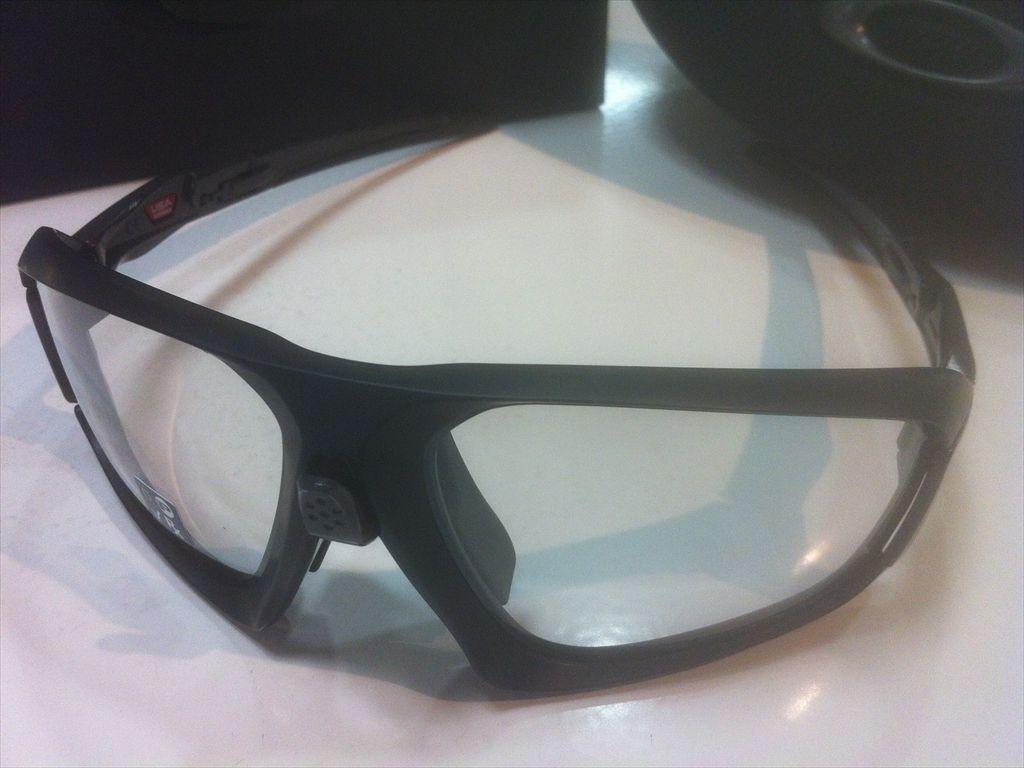 OAKLEY(オークリー)FIELD JACKET(フィールドジャケット)OO9402-0664(マットブラック)スポーツ用サングラス調光サングラス有名ブランドサングラス