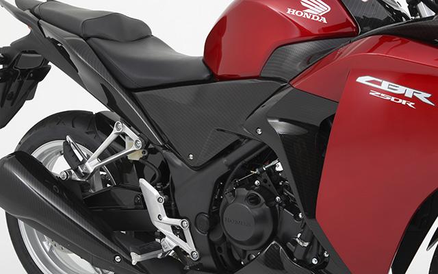 【ホンダ純正】 ミドルパネル:カーボンプリントタイプ CBR125R 【 08F61-KYJ-000 】【Honda】