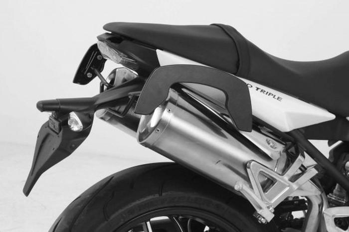 【送料無料】【ヘプコアンドベッカー(HEPCO&BECKER)】 サイドバッグステー C-Bow(シーボウ) ブラック スピードトリプル 1050 06-10 適応:Speed Triple 1050 06-10 【630775】 【キャリア/関連パーツ】