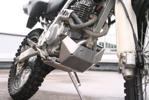 エンジンをしっかりとガード 【ラフ&ロード(ROUGHROAD)】 【4580332550290】AG2101 アルミアンダーガードタイプ2 S-XR250 (MD30) AG2101