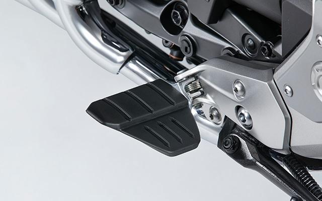 <title>◆セール特価品◆ 送料無料 安定かつ確実なペダル操作 Honda ホンダ 20年モデル ゴールドウィング Tour共用 メインステップボード 08R72-MKC-AE0</title>