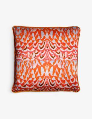 OF THE セール特価 BEA ゴールデン フィーサント グラフィックプリント シルク アンド ベルベット and 大人気 Pheasant クッション graphic-print silk cushion 50cm Golden velvet