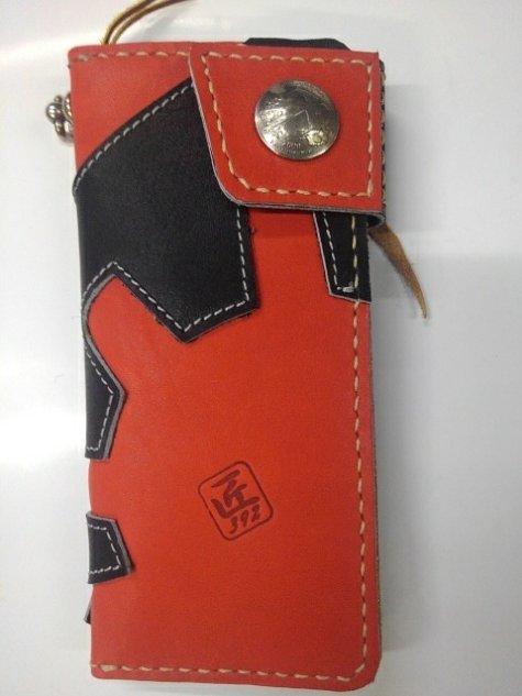 グラブの革製 オンリーワン 手作りのロングウォレット(長財布)ブラックXレッド シングルファスナー