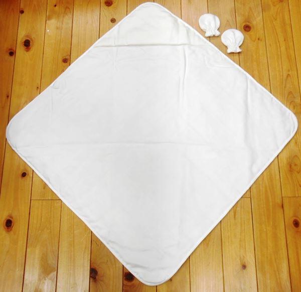 正絹ベビーおくるみ国産絹使用肌が柔らかな大切な赤ちゃんを純国産の絹が大事に包みます。赤ちゃんをくるんだ時の外側にはキルティング加工がしてあるので中の真綿が移動することがありません。kinuokurumi6263-001
