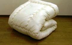高密度生地でダニの侵入を完全ブロック!アレルガード 防ダニ掛け布団セミダブル170×210cm高密度織り生地を使用。洗っても防ダニ効果は変わりません!また埃の原因となる繊維くずの発生を抑える特殊な中わたを使用しています!