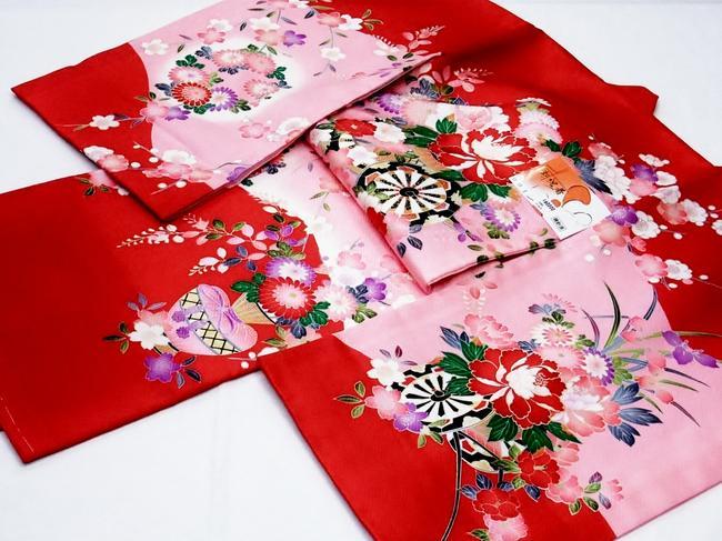 女児《正絹祝着》(お宮参りの掛衣装)赤・桃色に御所車・大輪の花(60000-#001)