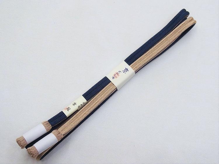 キュッキュッと絹鳴りの…しかもたっぷり長い《京冠(ゆるぎ)帯締め》鉄紺/胡桃染色(#24000-〆15)