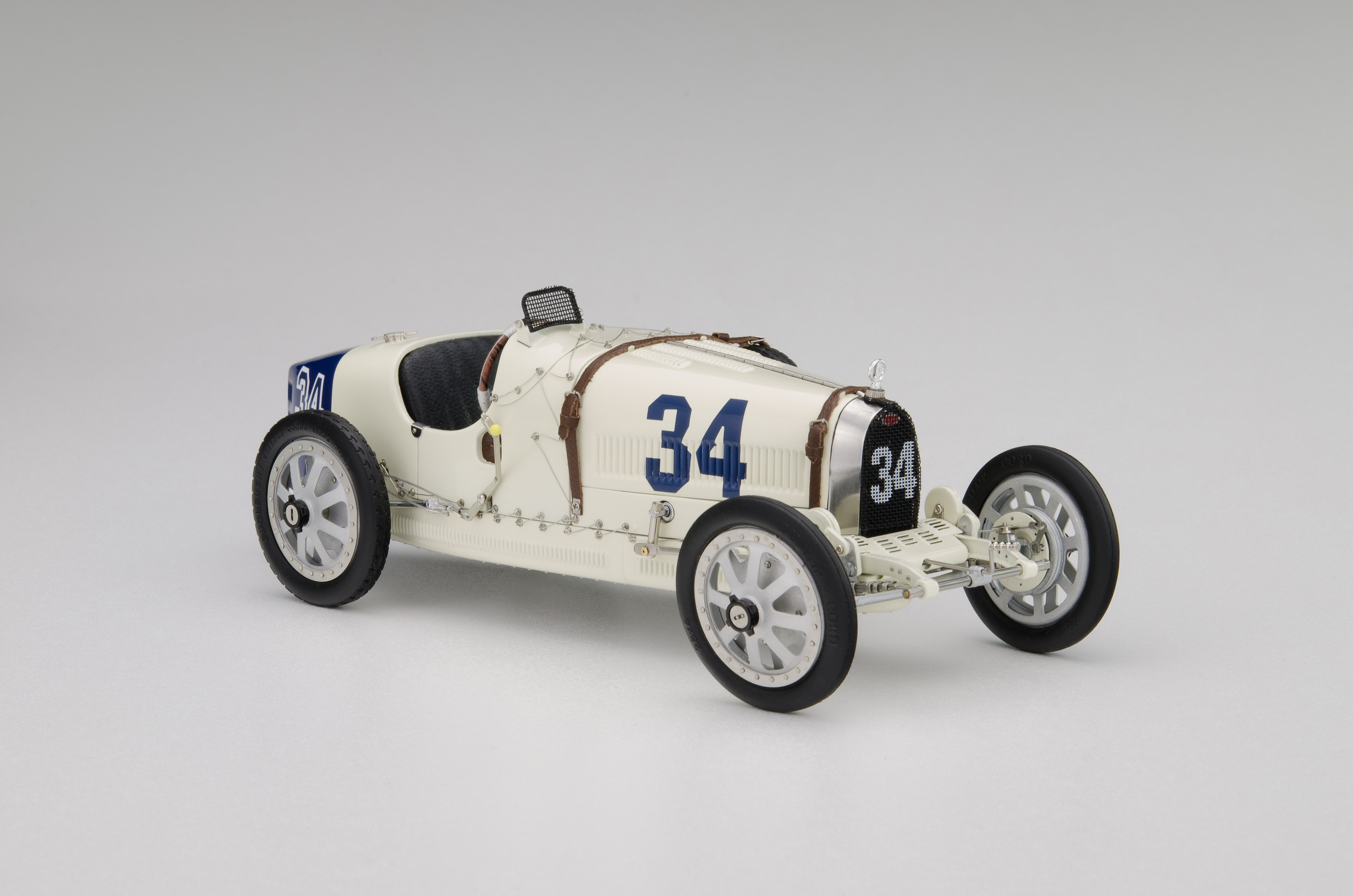 CMC 1/18 ブガッティ T35 #34 ネーションカラープロジェクト アメリカ 1924 BUGATTI - T35 N 34 NATION COULOR PROJECT USA 1924 WHITE