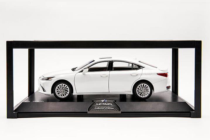 レクサス特注 1/18 レクサス ES300h ホワイト 2019 開閉式 Lexus ES 300 h