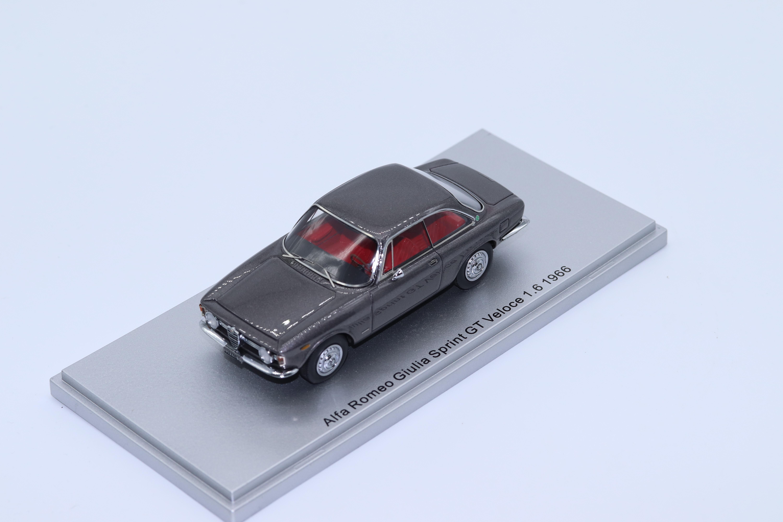 KESS 1/43 アルファロメオ ジュリア スプリント GT ヴェローチェ 1.6 1966 グレー ALFA ROMEO - GIULIA SPRINT GT VELOCE 1.6 1966 GREY MET