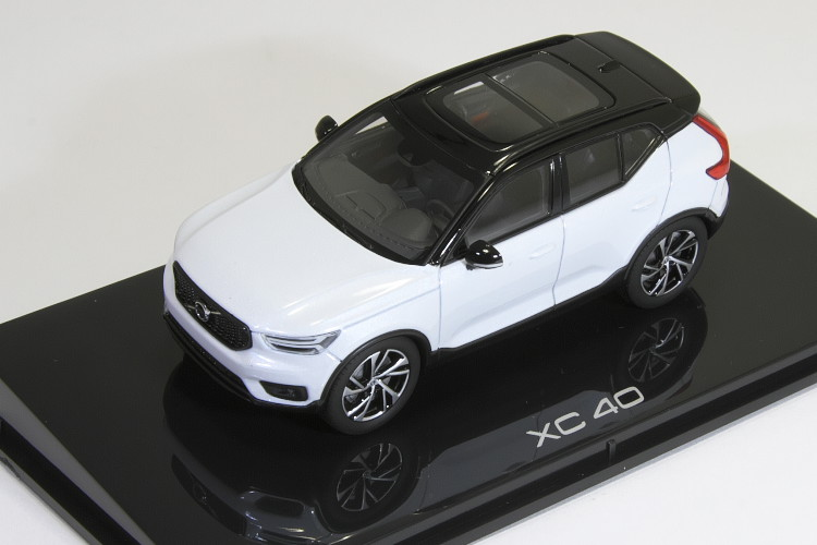 京商 1/43 ボルボ XC40 R-DESIGN クリスタルホワイト 2018 VOLVO
