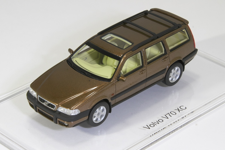 DNA Collectibles 1/43 Volvo V70 XC 1997 320台限定